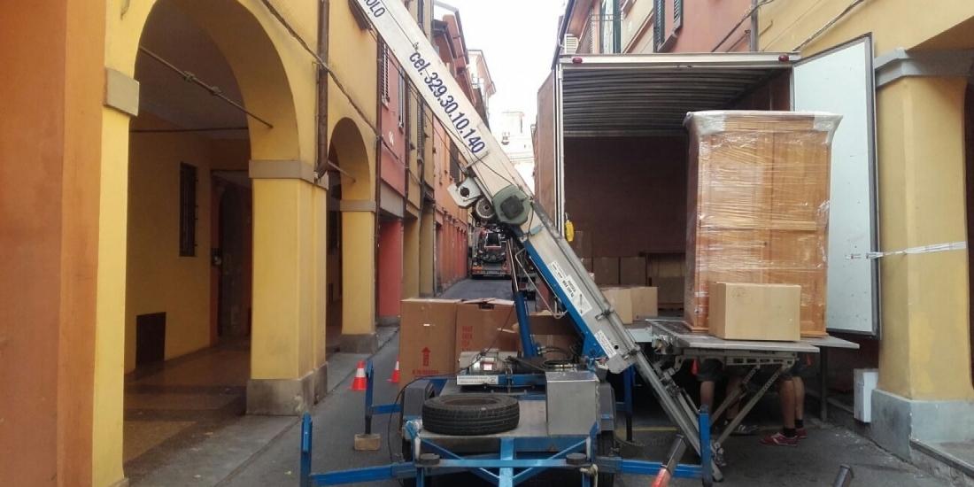 Noleggio scala elevatore bologna noleggio piattaforma per for Noleggio arredi bologna